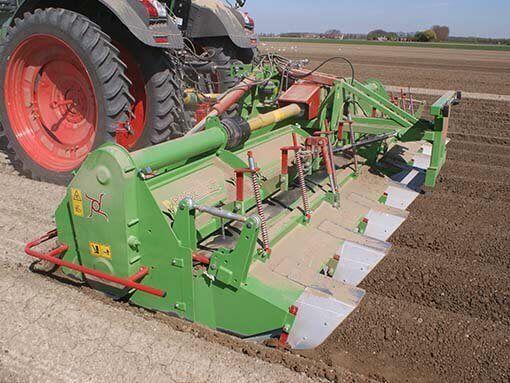 Kultywator składany hydraulicznie